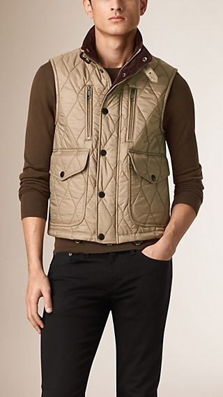 Multi-Pocket Diamond Quilted Gilet
