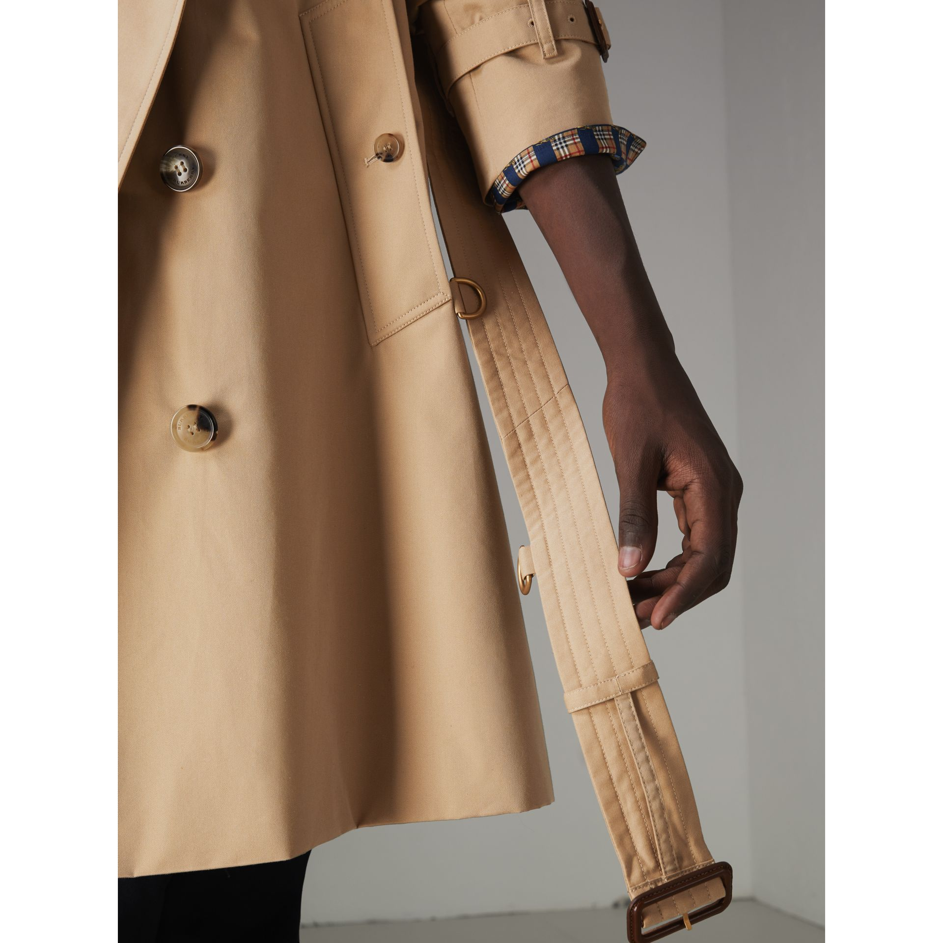 The Chelsea Heritage Trench Coat in Honey - Men | Burberry United Kingdom - gallery image 6