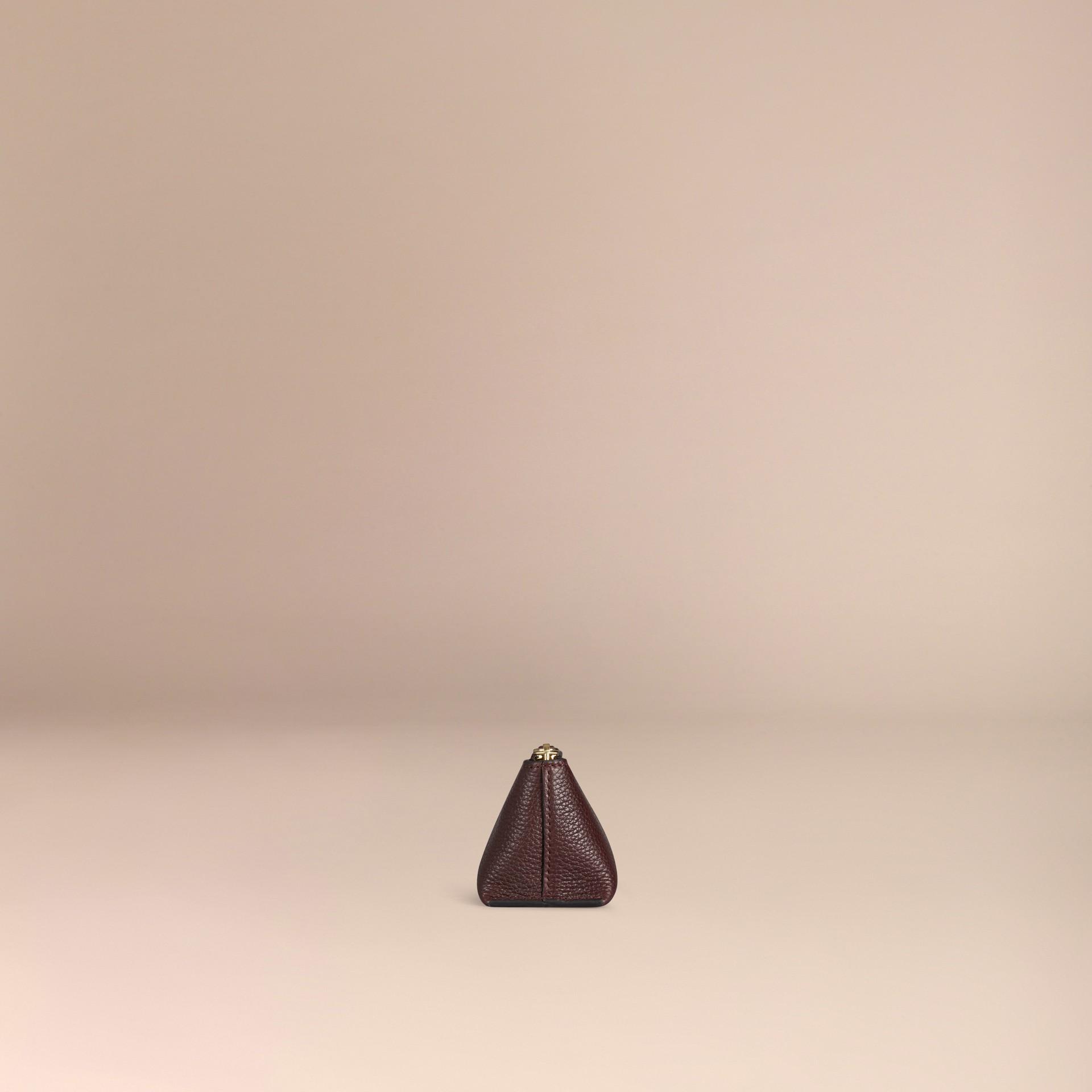Rosso ebano Pochette piccola porta accessori digitali in pelle a grana Rosso Ebano - immagine della galleria 3
