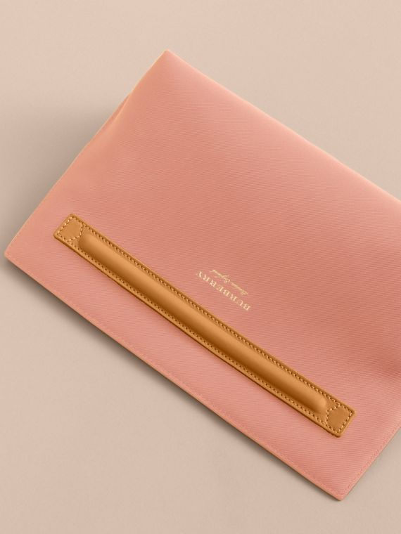 Two-tone Trench Leather Wristlet Pouch Ash Rose/pale Clementine - cell image 3