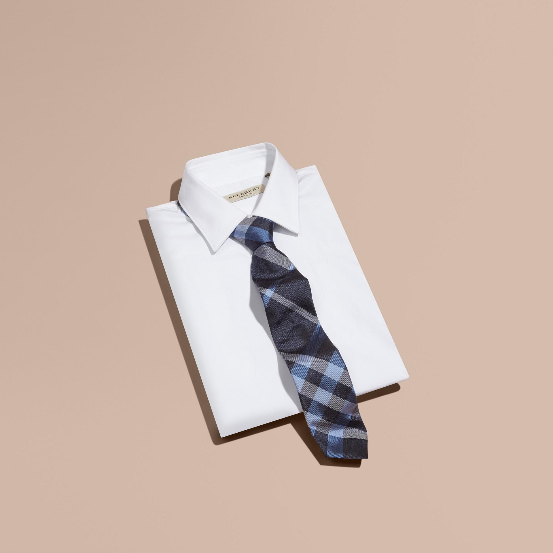 Indigo Cravate moderne en jacquard de soie à motif check Indigo - photo de la galerie 3