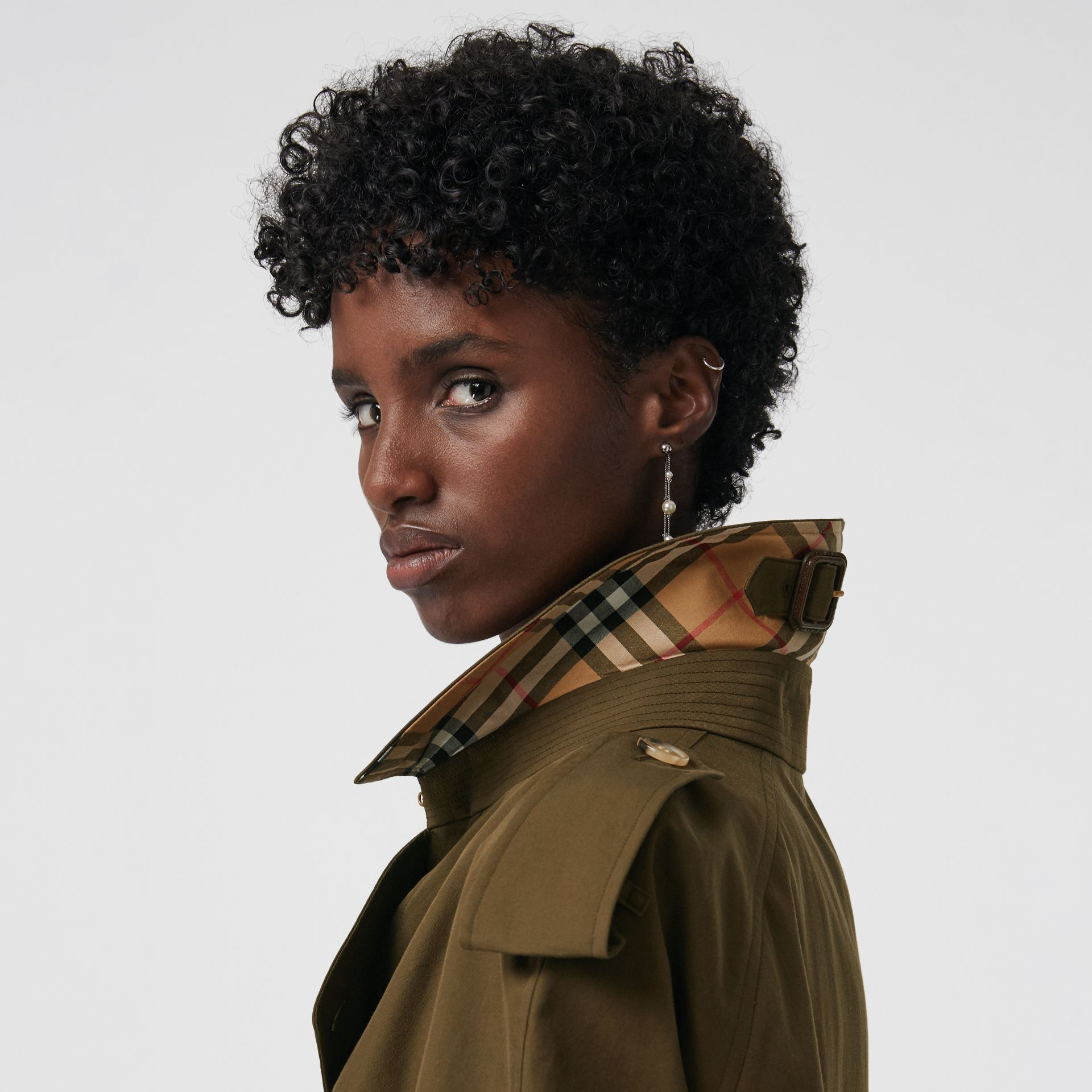 The Westminster Heritage Trench Coat in Dark Military Khaki - Women | Burberry United Kingdom - gallery image 4