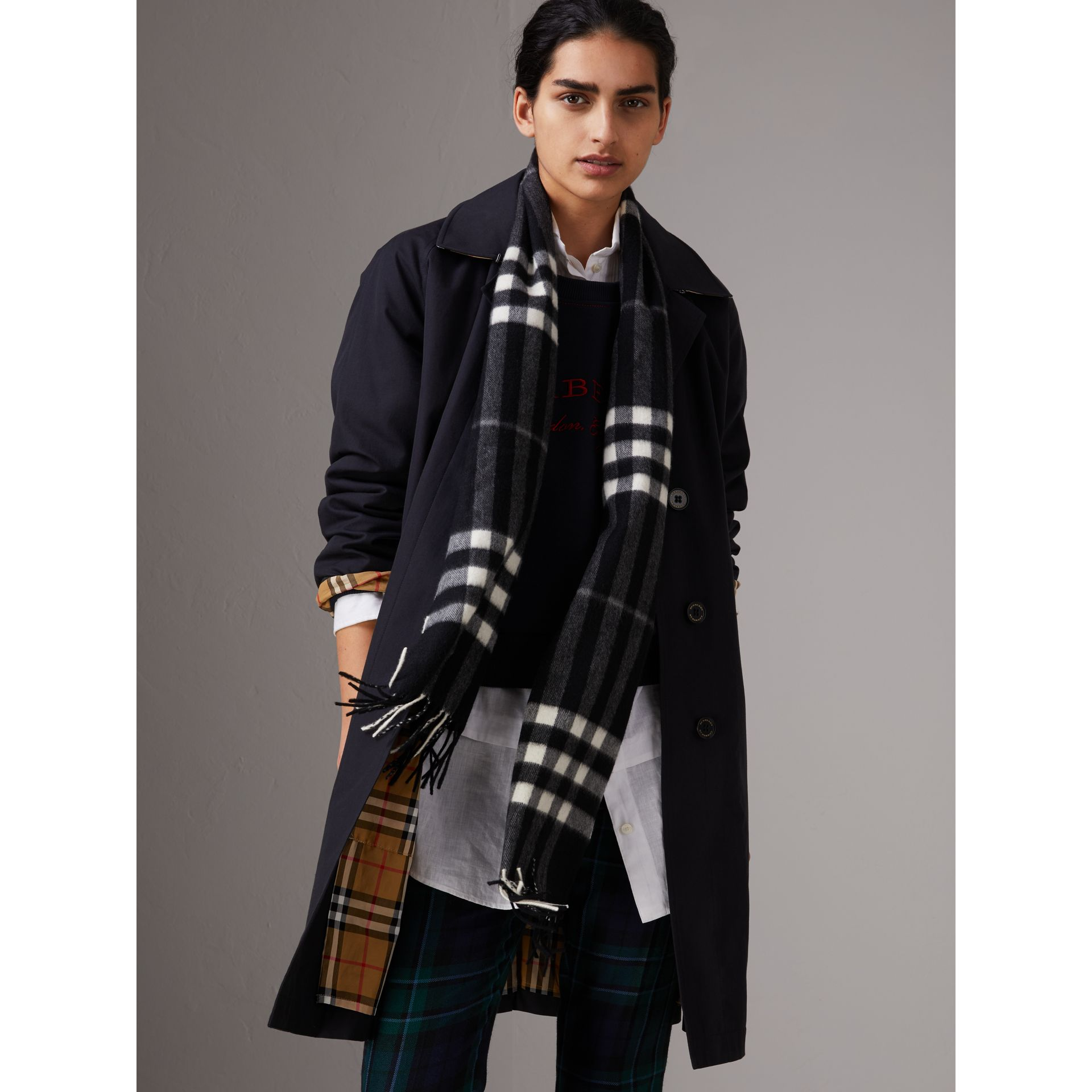 The Classic Check Cashmere Scarf in Black | Burberry Canada - gallery image 2