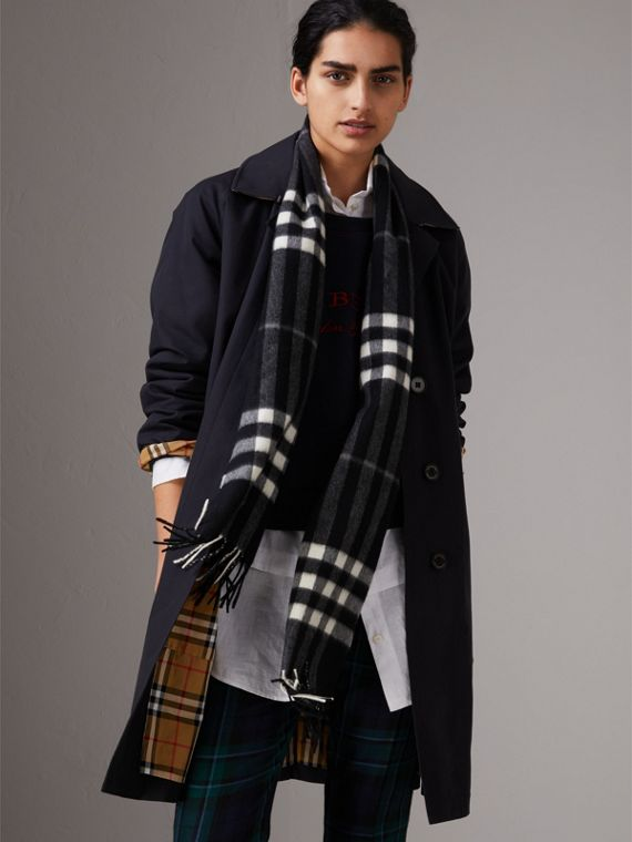 The Classic Check Cashmere Scarf in Black | Burberry Canada - cell image 2