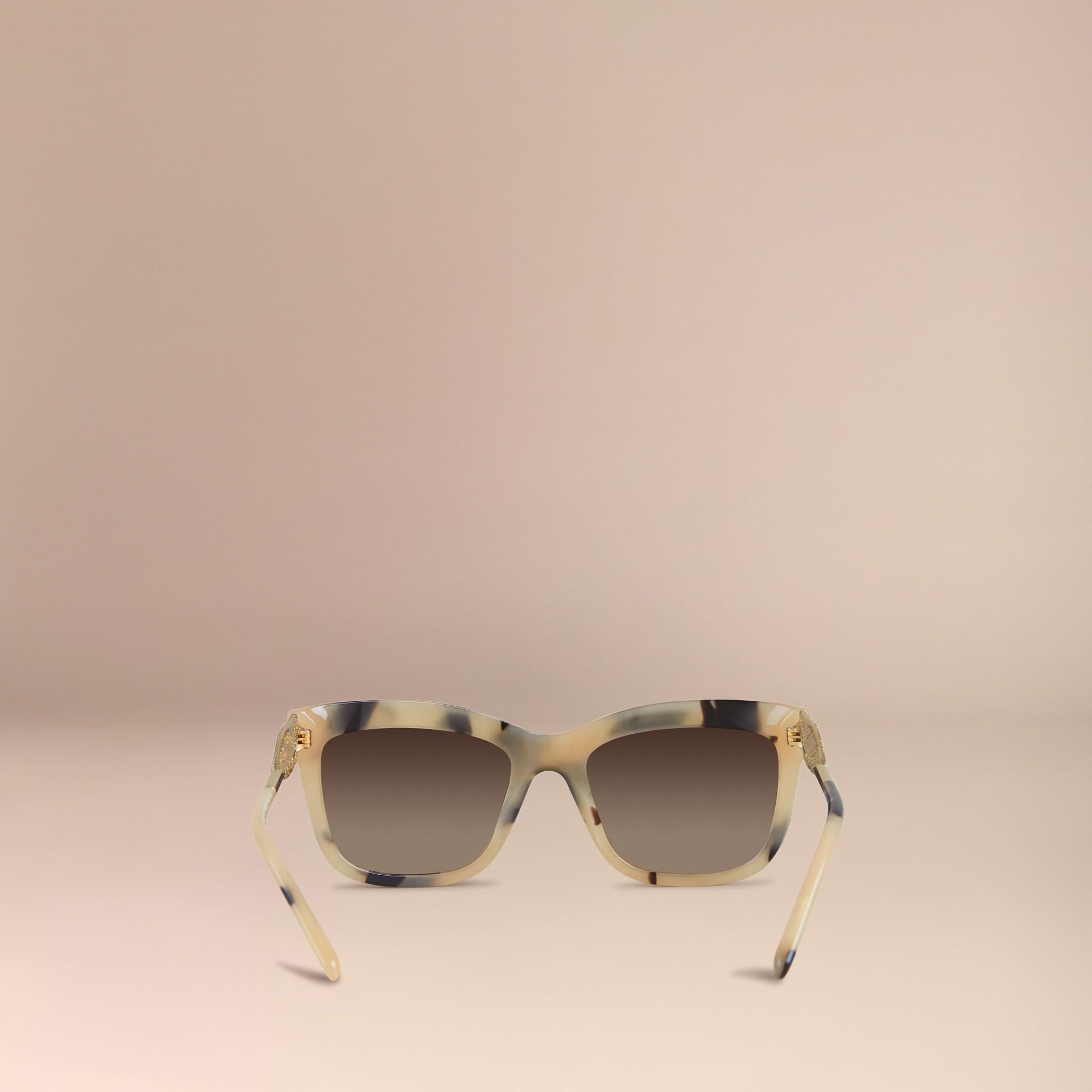 Corne demi-teinte Lunettes de soleil à monture carrée – Collection Dentelle de gabardine Corne Demi-teinte - photo de la galerie 4
