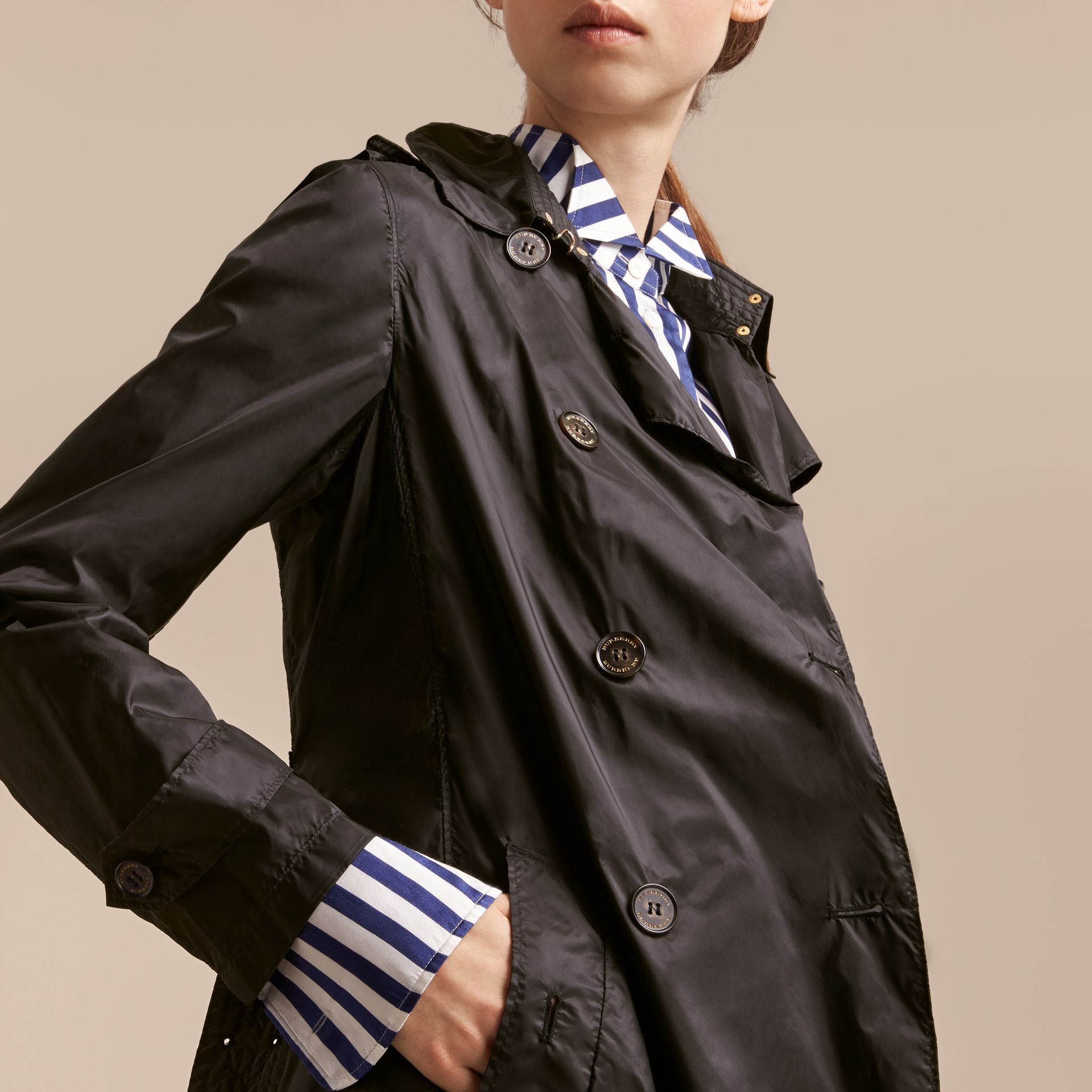 Super-lightweight Trench Coat in Black - Women | Burberry - gallery image 6