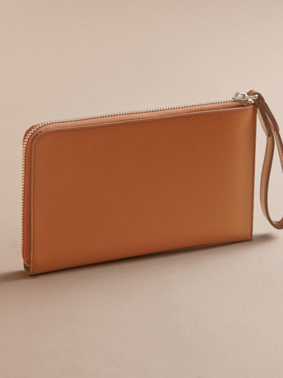 London Leather Travel Wallet in Tan | Burberry Singapore - cell image 3