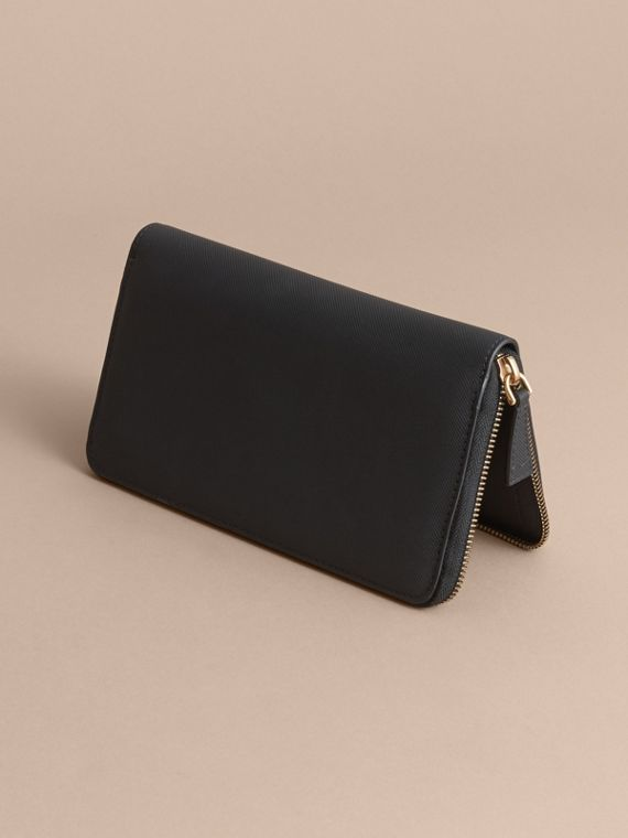 Trench Leather Ziparound Wallet in Black - Men | Burberry Canada - cell image 3