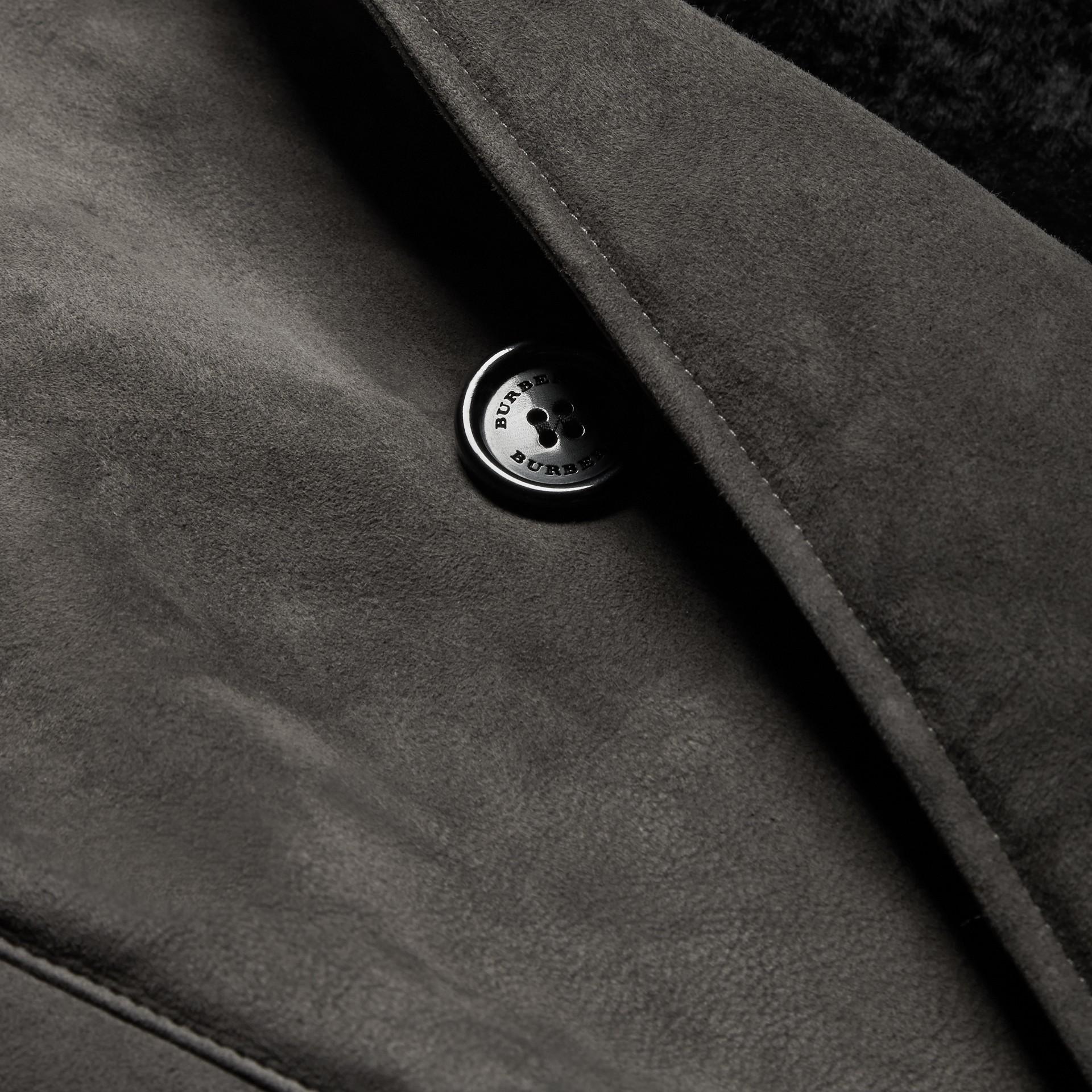 Nero fumo Trench coat in shearling - immagine della galleria 2