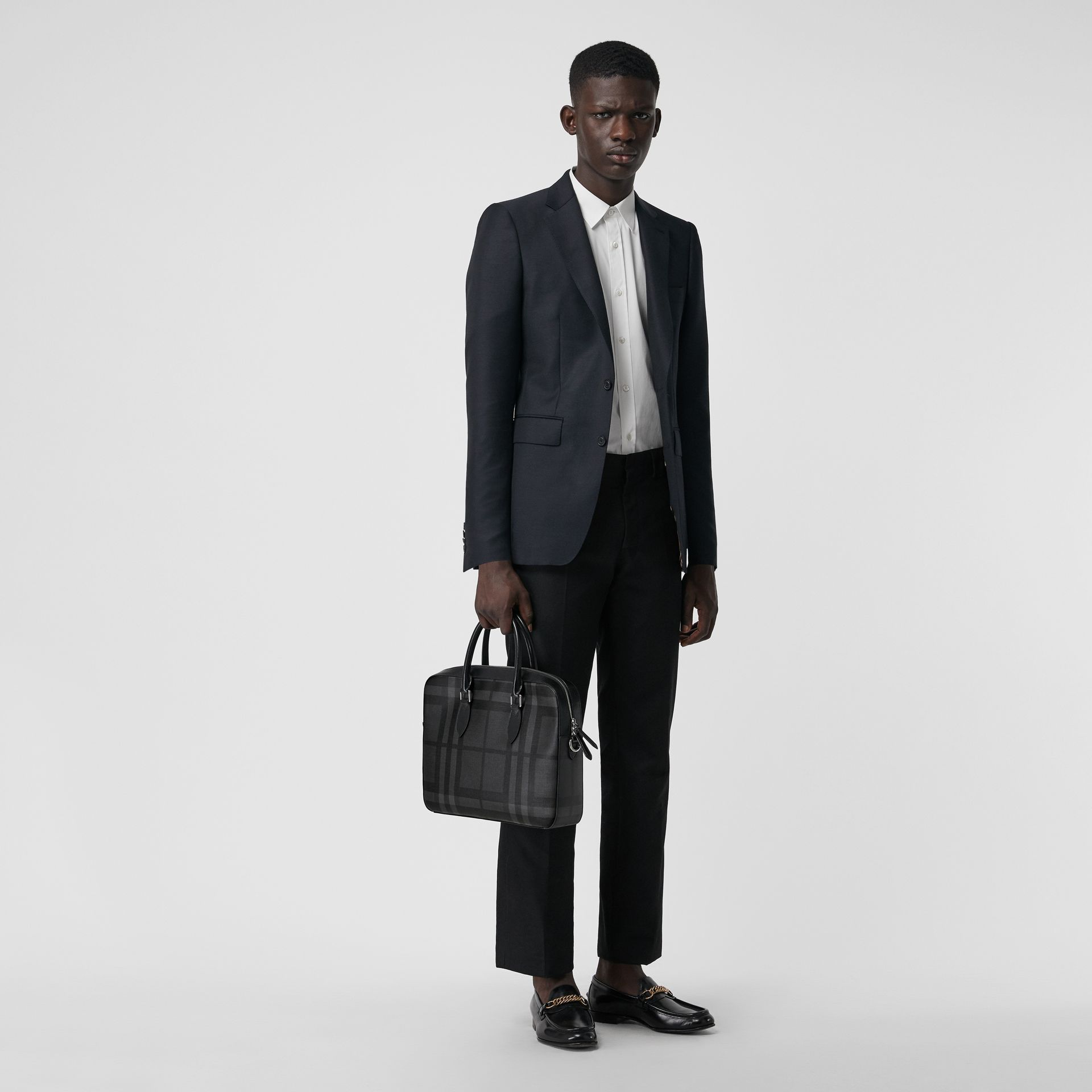 Sac The Barrow fin avec motif London check (Anthracite/noir) - Homme | Burberry Canada - photo de la galerie 2
