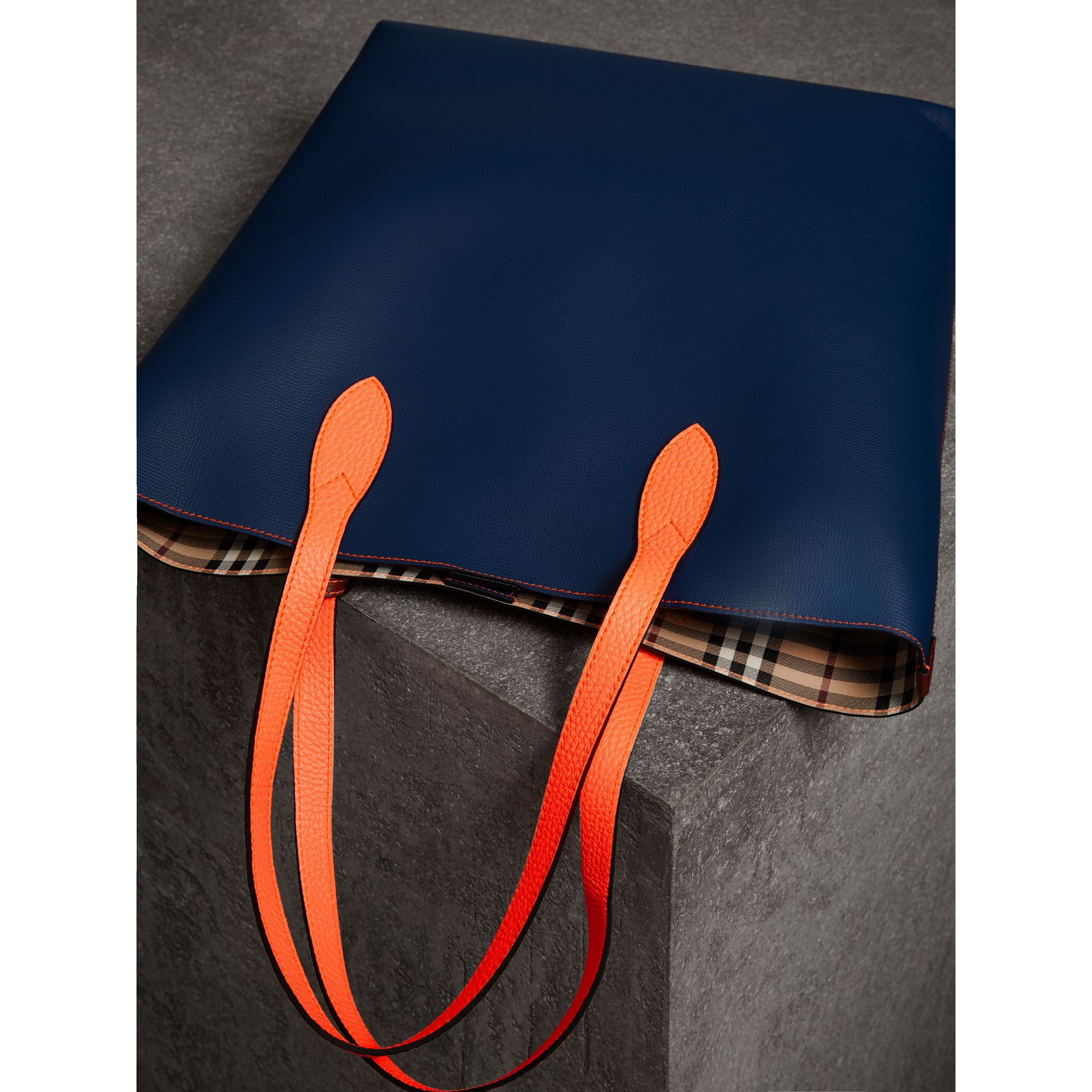 Medium Two-tone Coated Leather Tote in Dark Ultramarine | Burberry - gallery image 3