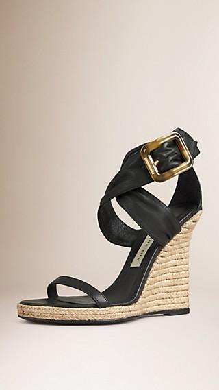 Chaussures à plateforme en cuir velours avec boucle