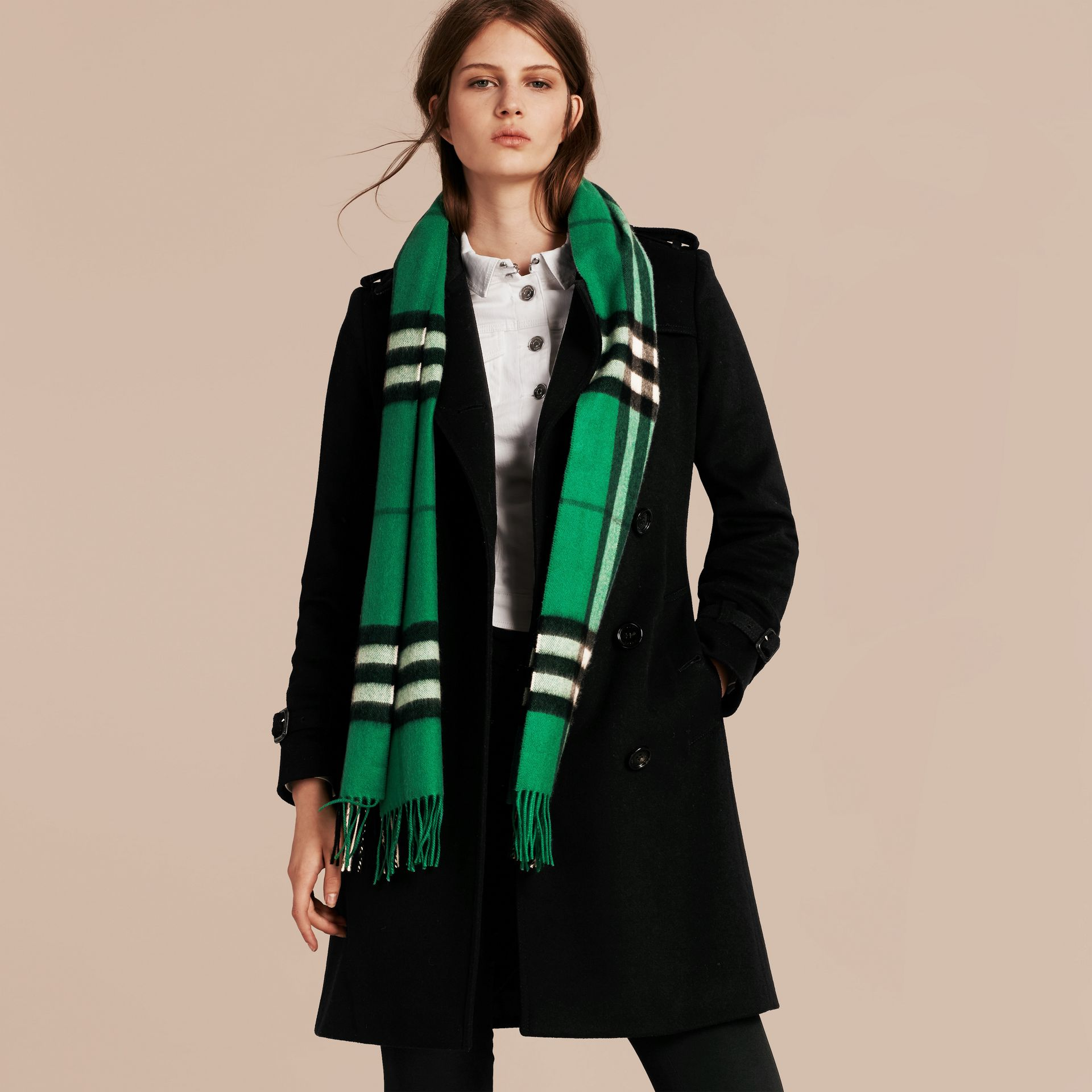 The Classic Cashmere Scarf in Check  Emerald - gallery image 3