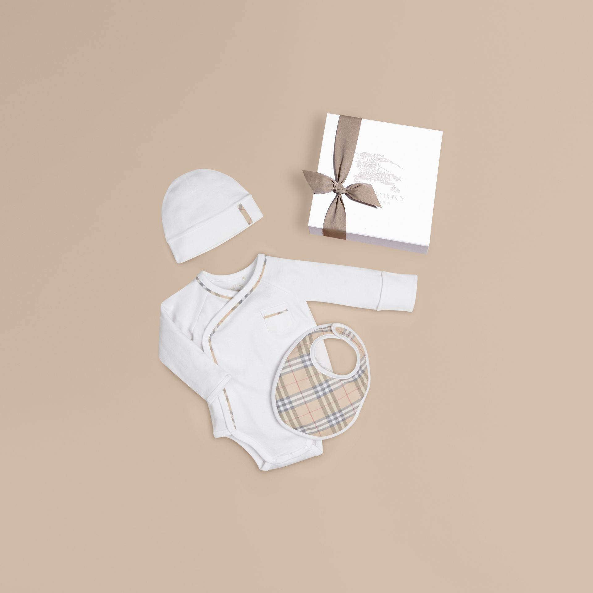 Check Cotton Three-piece Baby Gift Set in White - Boy | Burberry - gallery image 1