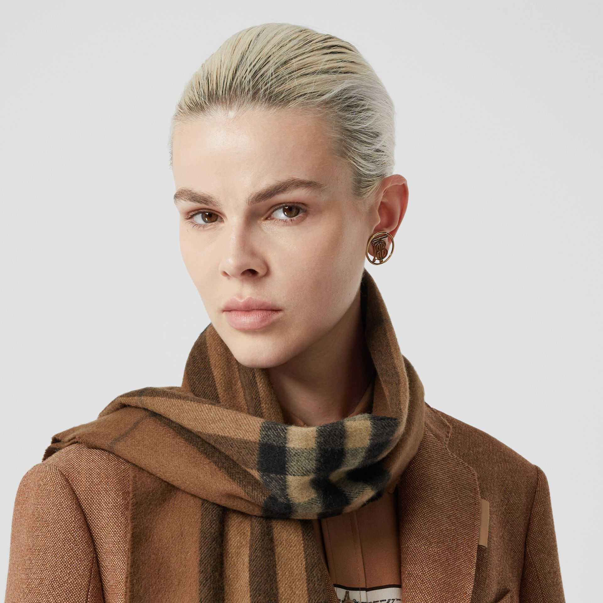 The Classic Check Cashmere Scarf in Bridle Brown | Burberry Canada - gallery image 2