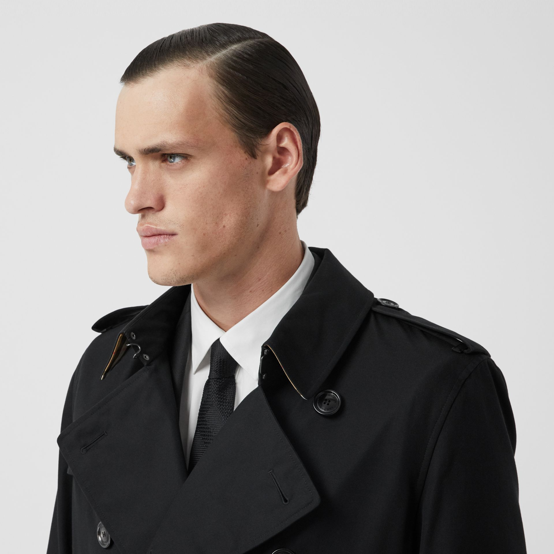 The Long Kensington Heritage Trench Coat in Black - Men | Burberry - gallery image 1