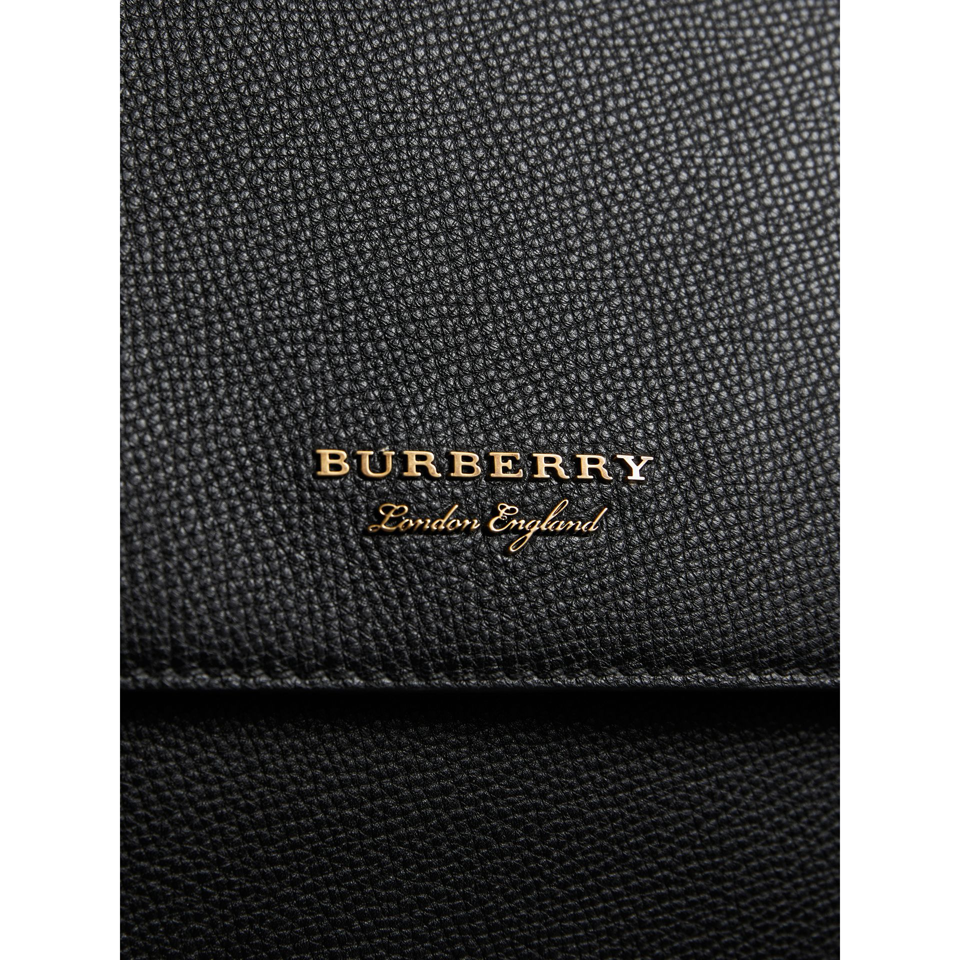Sac cartable en cuir et coton House check (Noir) - Homme | Burberry - photo de la galerie 2