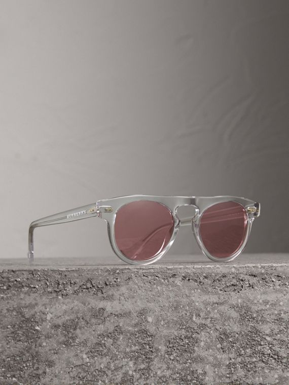 The Keyhole Round Frame Sunglasses in Crystal/pink