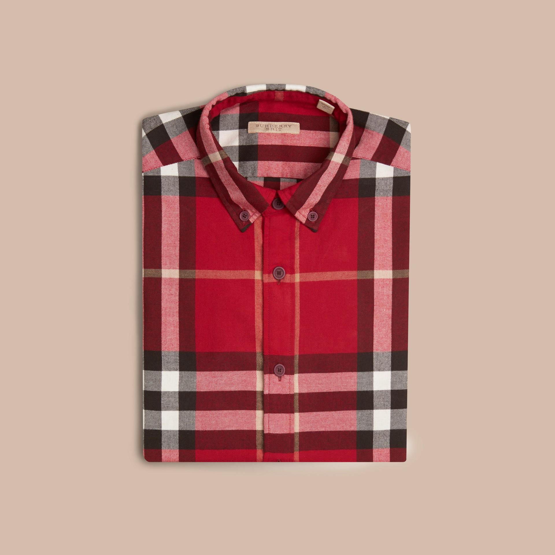 繽紛鮮紅色 格紋棉質法蘭絨襯衫 繽紛鮮紅色 - 圖庫照片 4