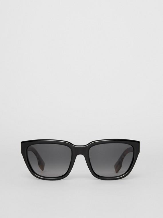 Eckige Sonnenbrille mit Vintage Check-Detail (Antikgelb)