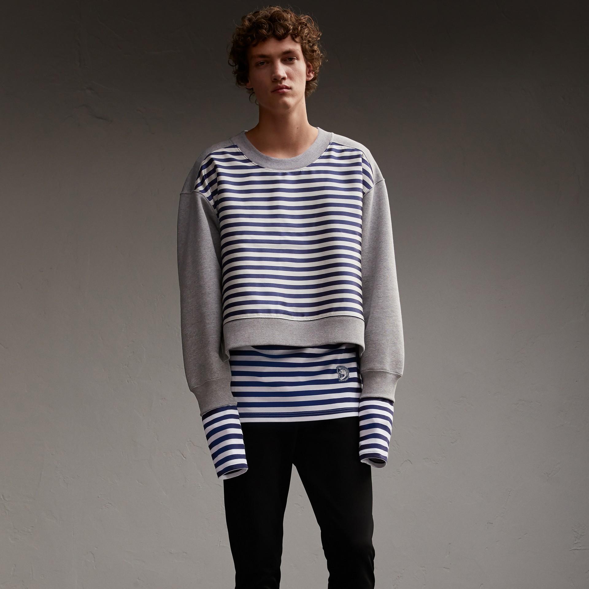 Unisex-Sweatshirt mit Streifenpanel aus Baumwollseide (Grau Meliert) - Herren | Burberry - Galerie-Bild 1