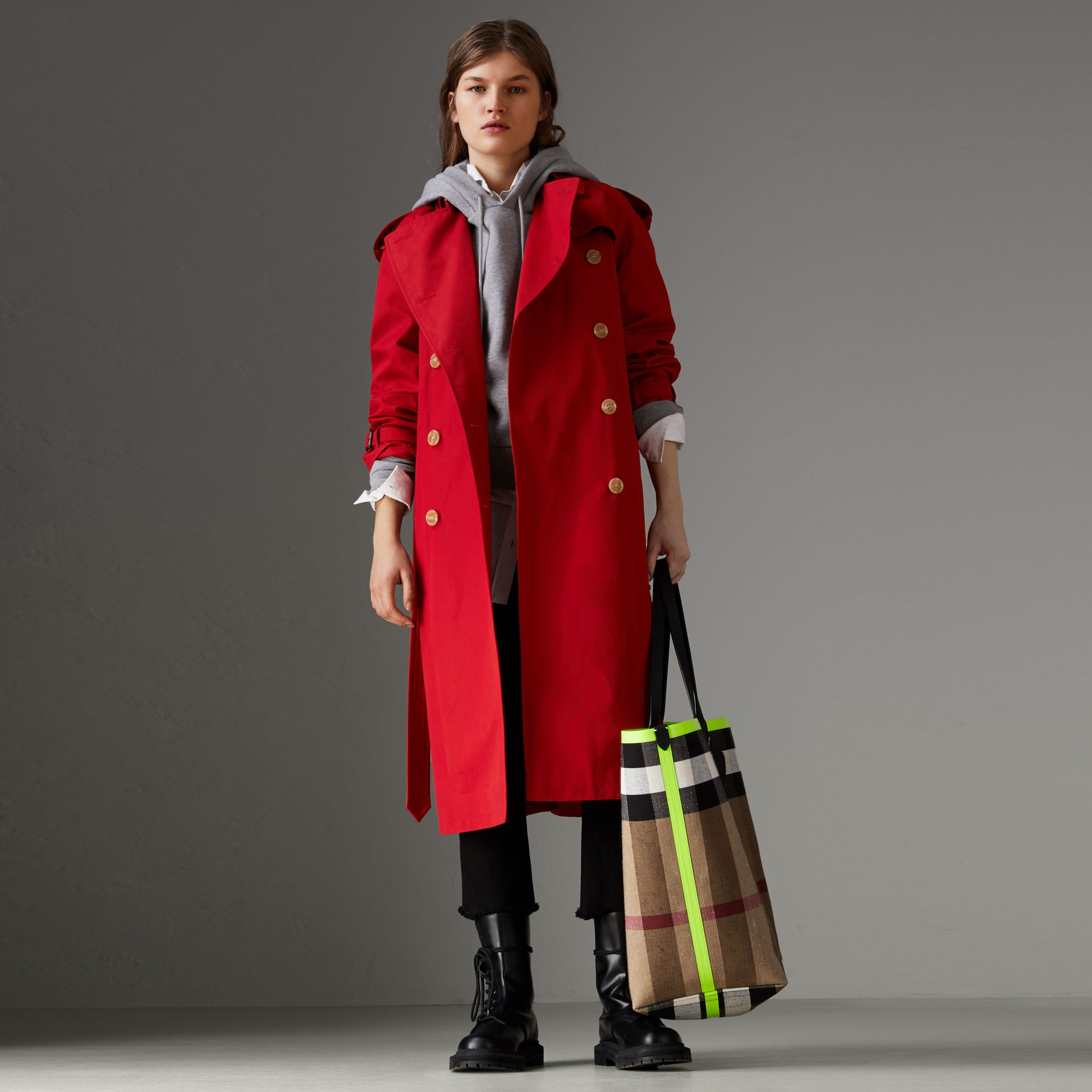 Raglan-sleeve Cotton Trench Coat in Parade Red - Women | Burberry - gallery image 0
