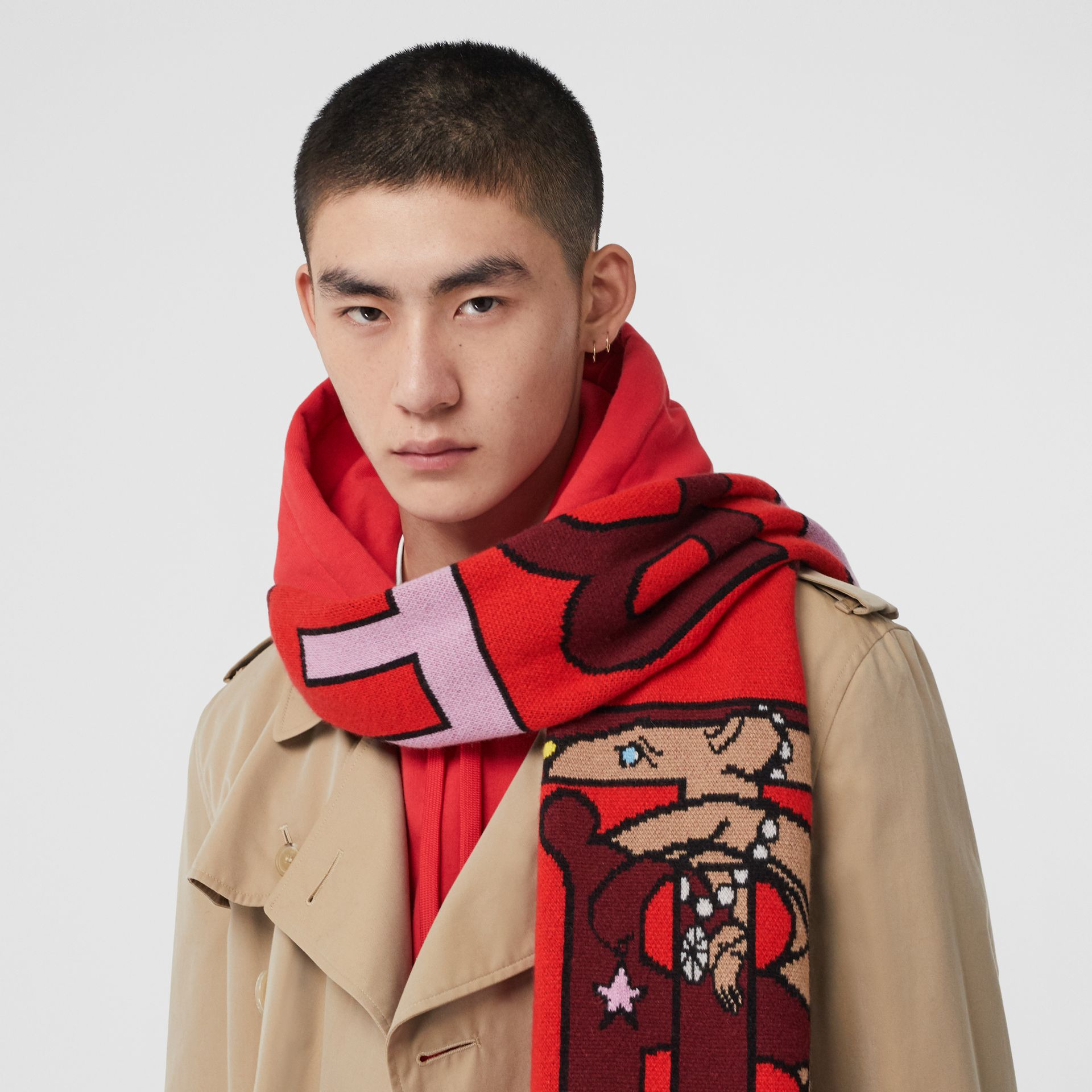Logo and Monogram Motif Intarsia Cashmere Scarf in Bright Red | Burberry United States - gallery image 3
