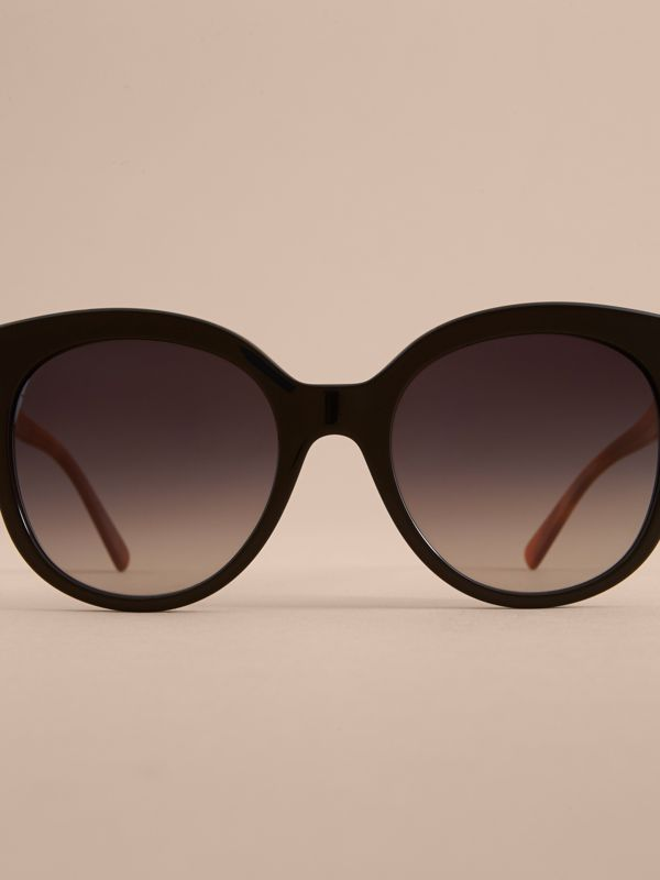Buckle Detail Cat-eye Frame Sunglasses in Black - Women | Burberry United Kingdom - cell image 2