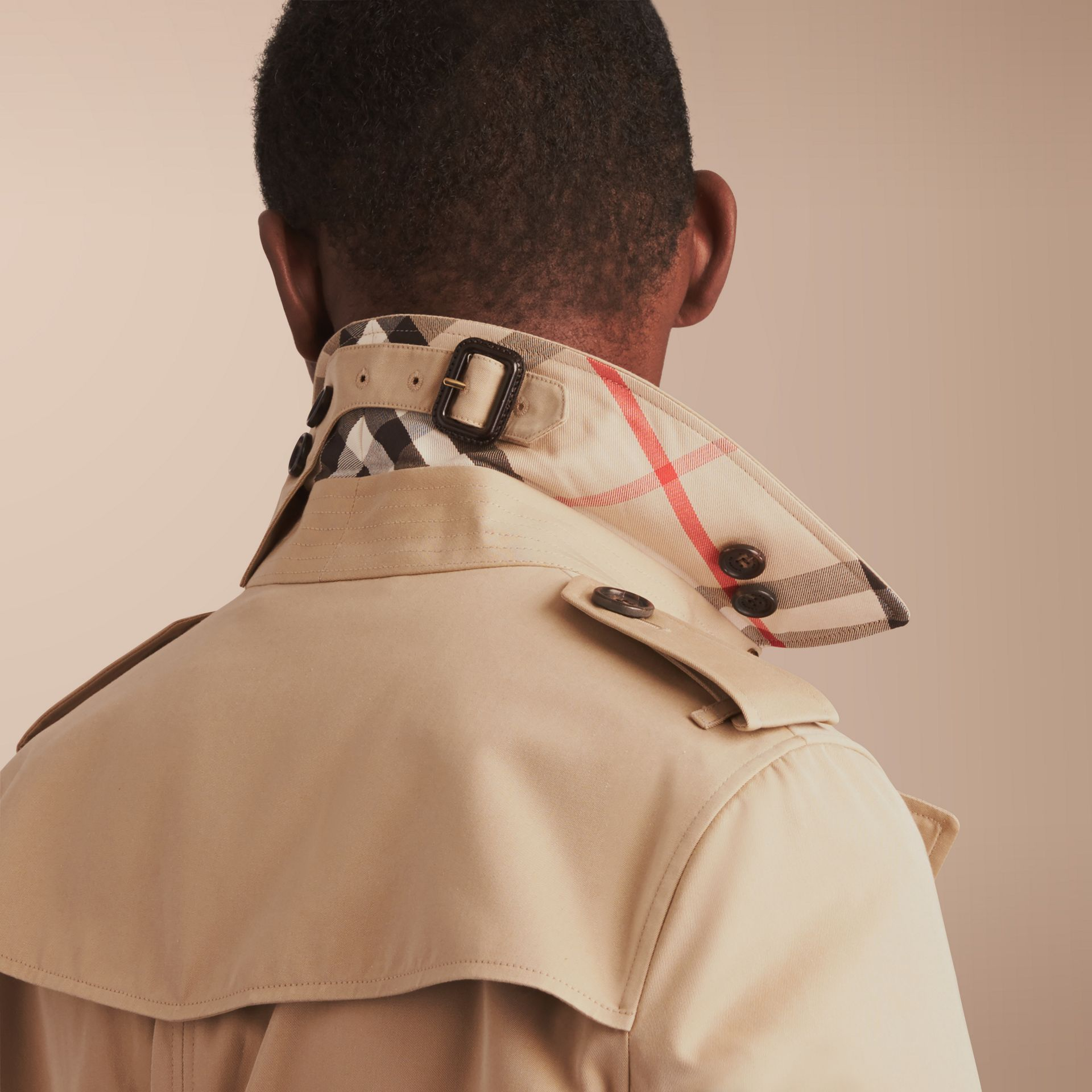 The Chelsea – Long Heritage Trench Coat in Honey - Men | Burberry - gallery image 7