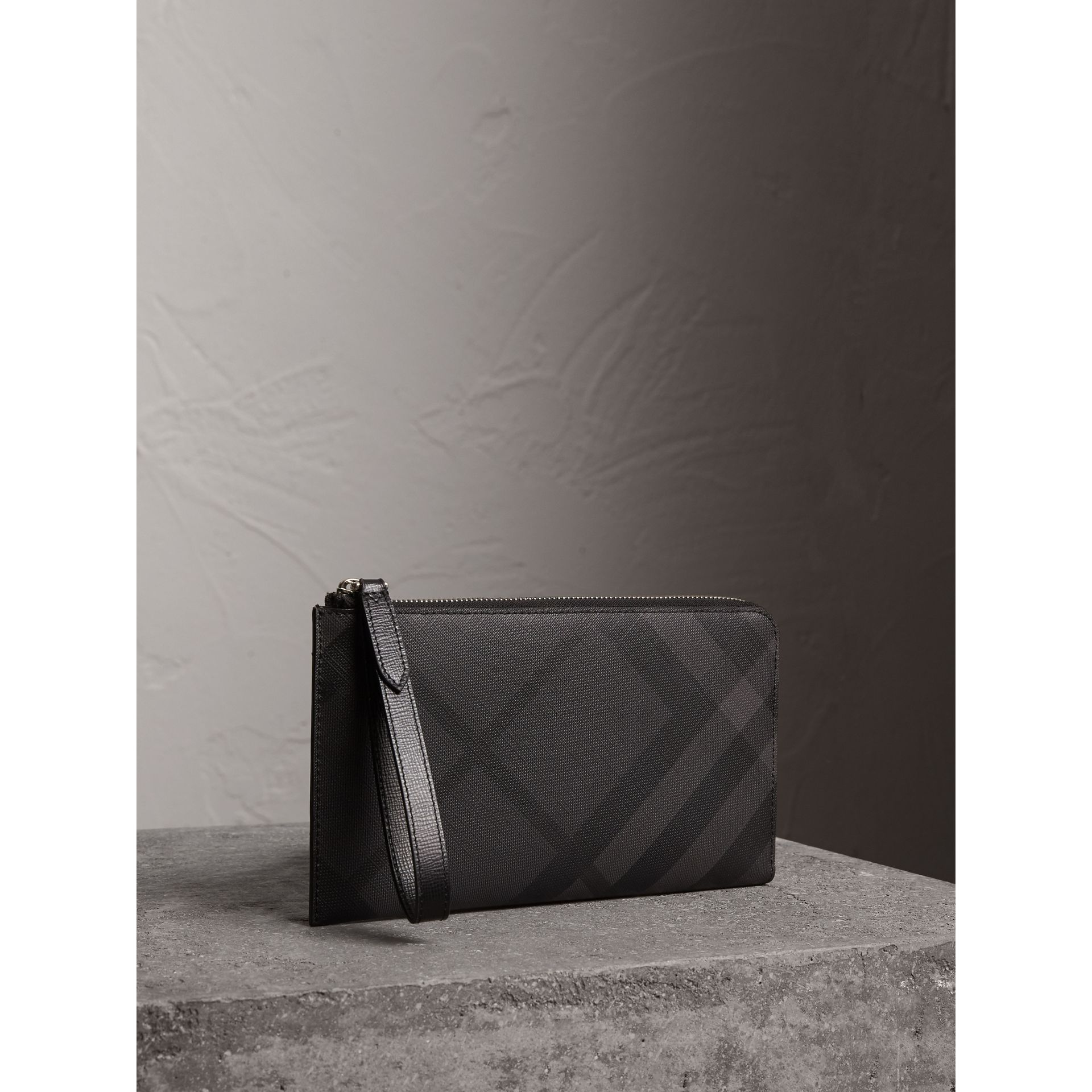 London Check Travel Wallet in Charcoal/black - Men | Burberry Hong Kong - gallery image 1