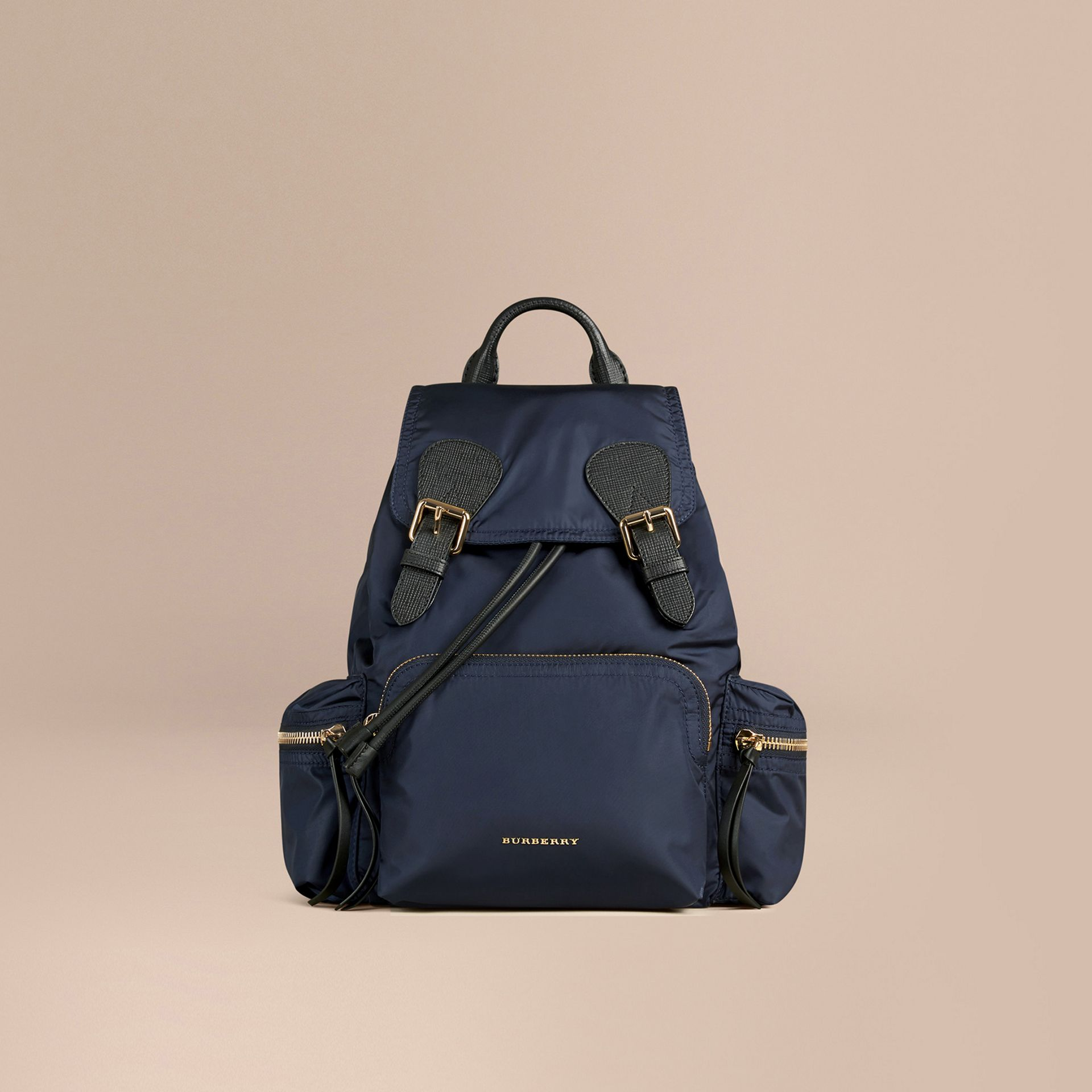 Zaino The Rucksack medio in nylon tecnico e pelle (Blu Inchiostro) - Donna | Burberry - immagine della galleria 1