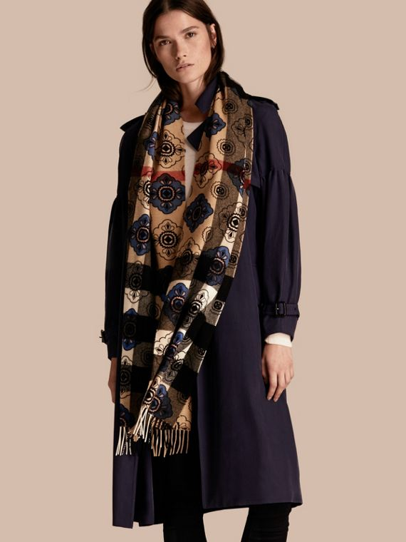 Reversible Geometric Tile Print and Check Cashmere Scarf - cell image 2