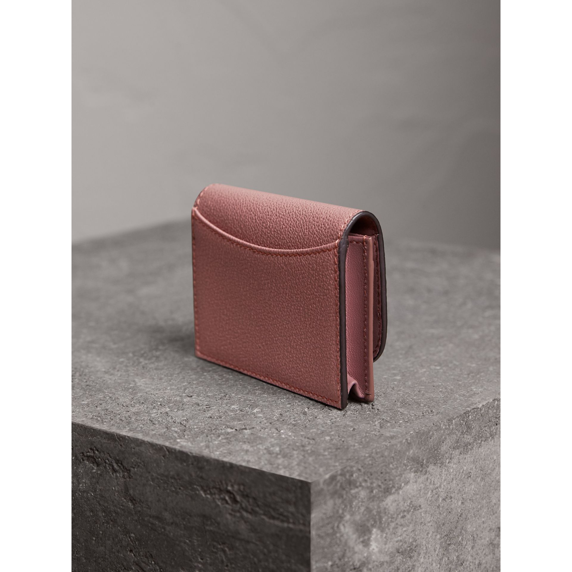 Grainy Leather Card Case in Dusty Pink - Women | Burberry United Kingdom - gallery image 2