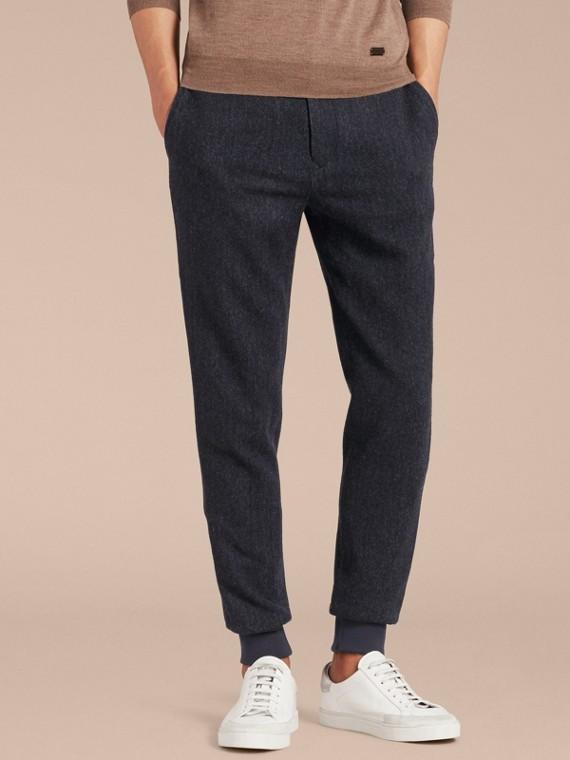 Спортивные брюки с узором «в елочку»