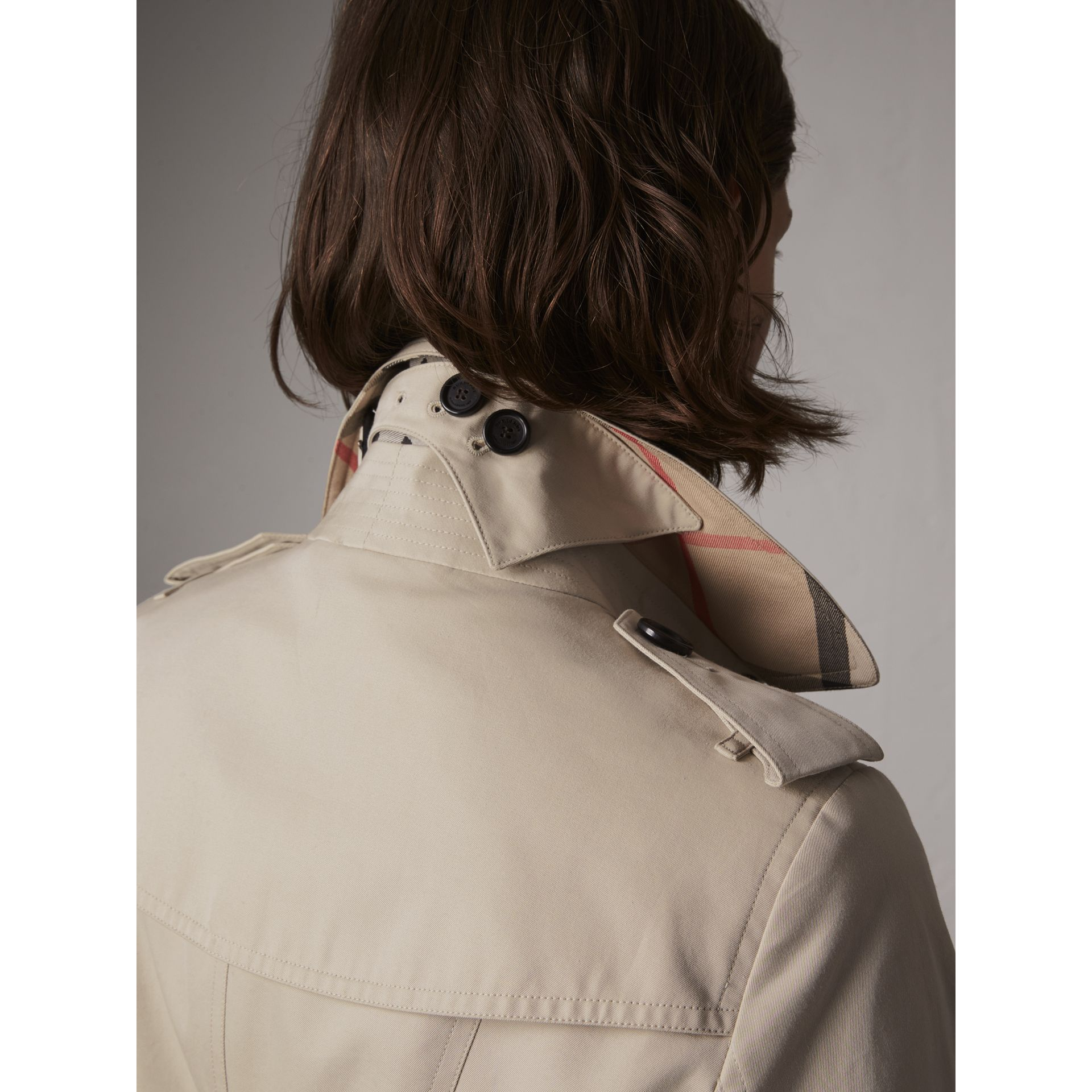 The Sandringham – Mid-length Trench Coat in Stone - Women | Burberry United Kingdom - gallery image 2
