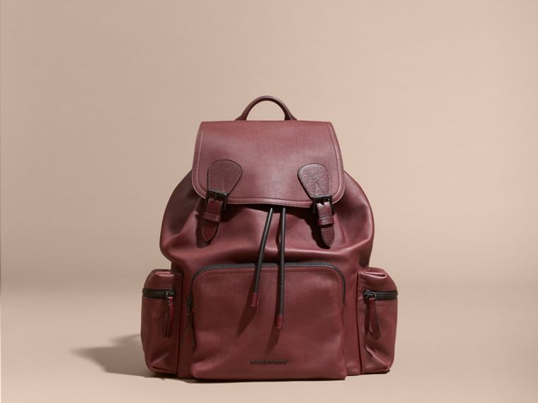The Large Rucksack in Water-repellent Leather Burgundy Red - cell image 1