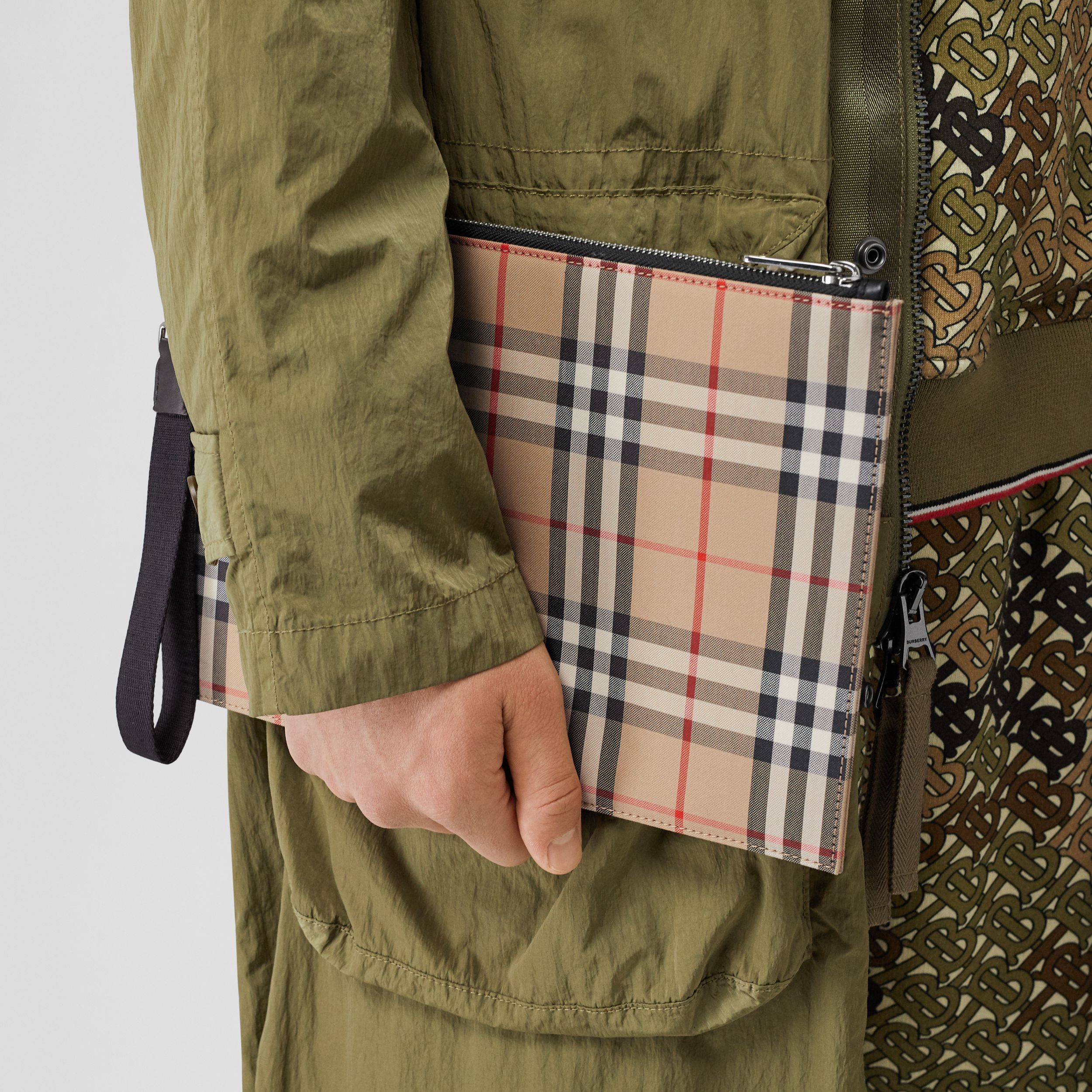 Vintage Check Cotton Zip Pouch in Archive Beige | Burberry Canada - 3