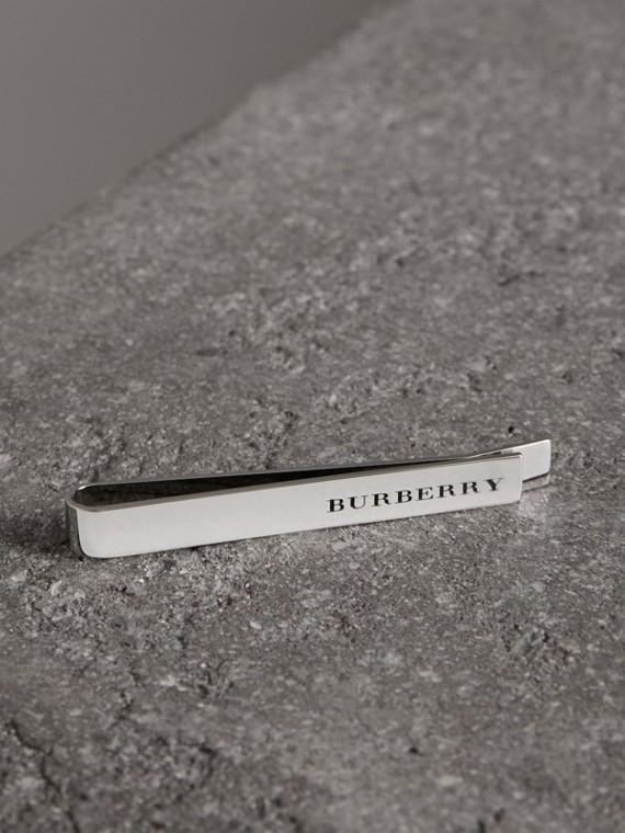 Prendedor de gravata em bronze gravado (Prateado)