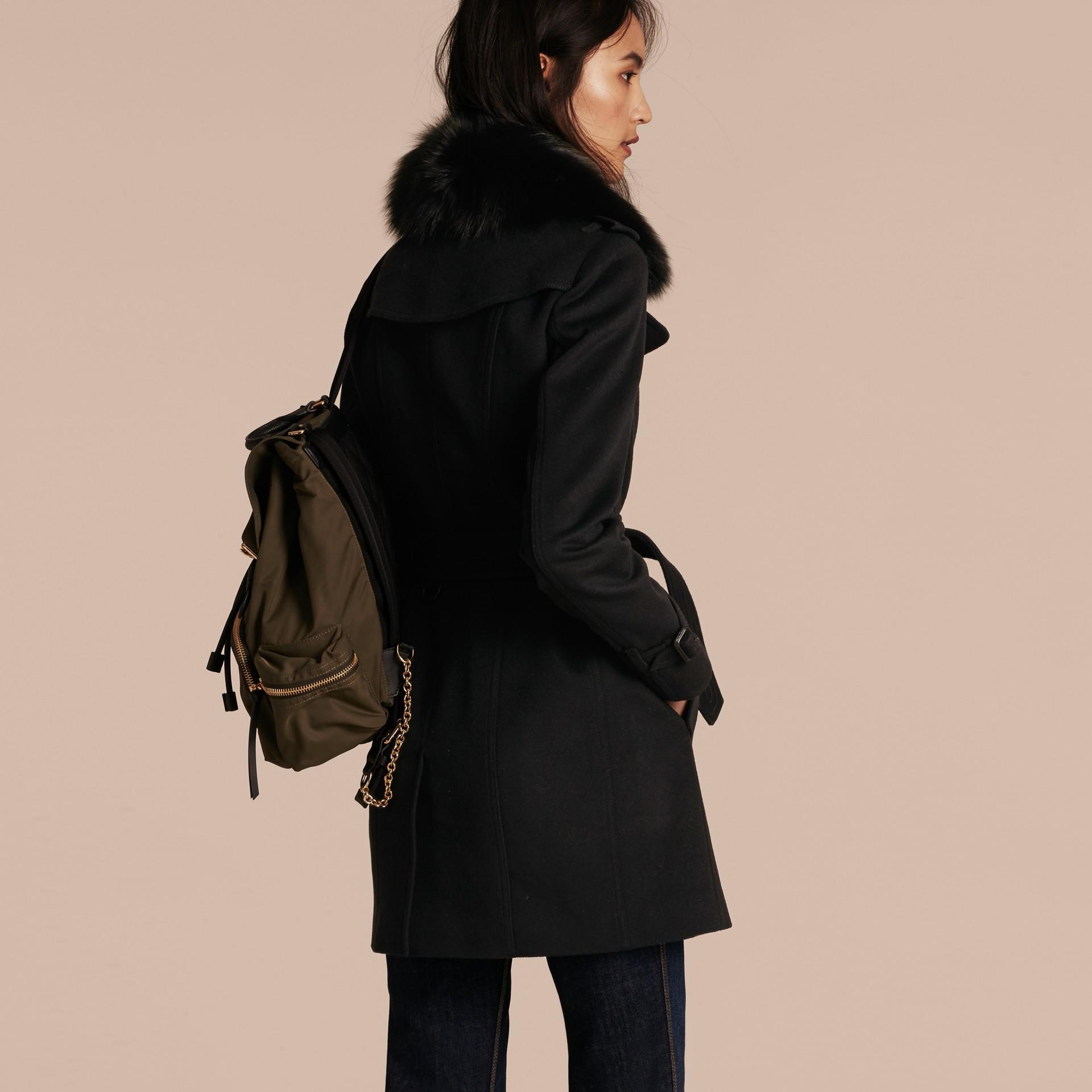 Negro Trench coat en lana y cachemir con cuello en piel de zorro Negro - imagen de la galería 3