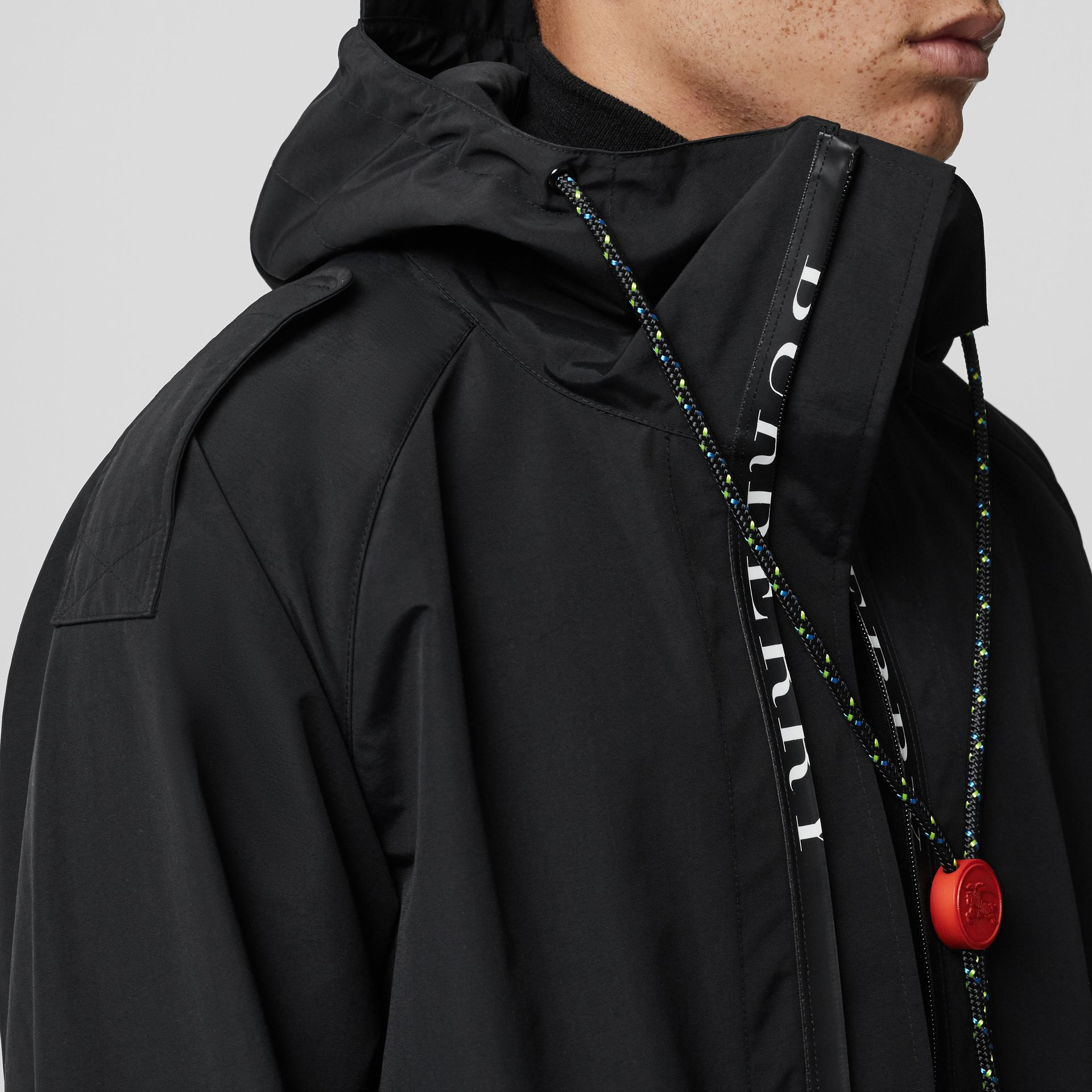 Bungee Cord Detail Hooded Parka in Black - Men | Burberry United Kingdom - gallery image 4