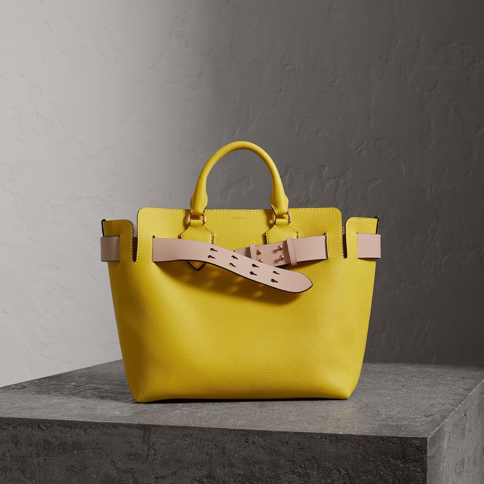 Burberry The Medium Belt Bag Aus Leder In Bright Larch Yellow   ModeSens 71b5abbac0