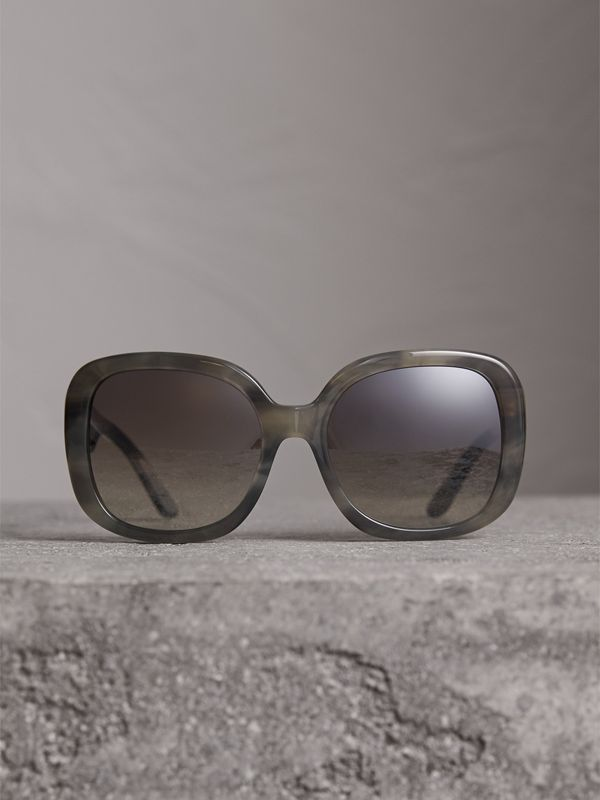 Square Frame Sunglasses in Grey - Women | Burberry Hong Kong - cell image 3