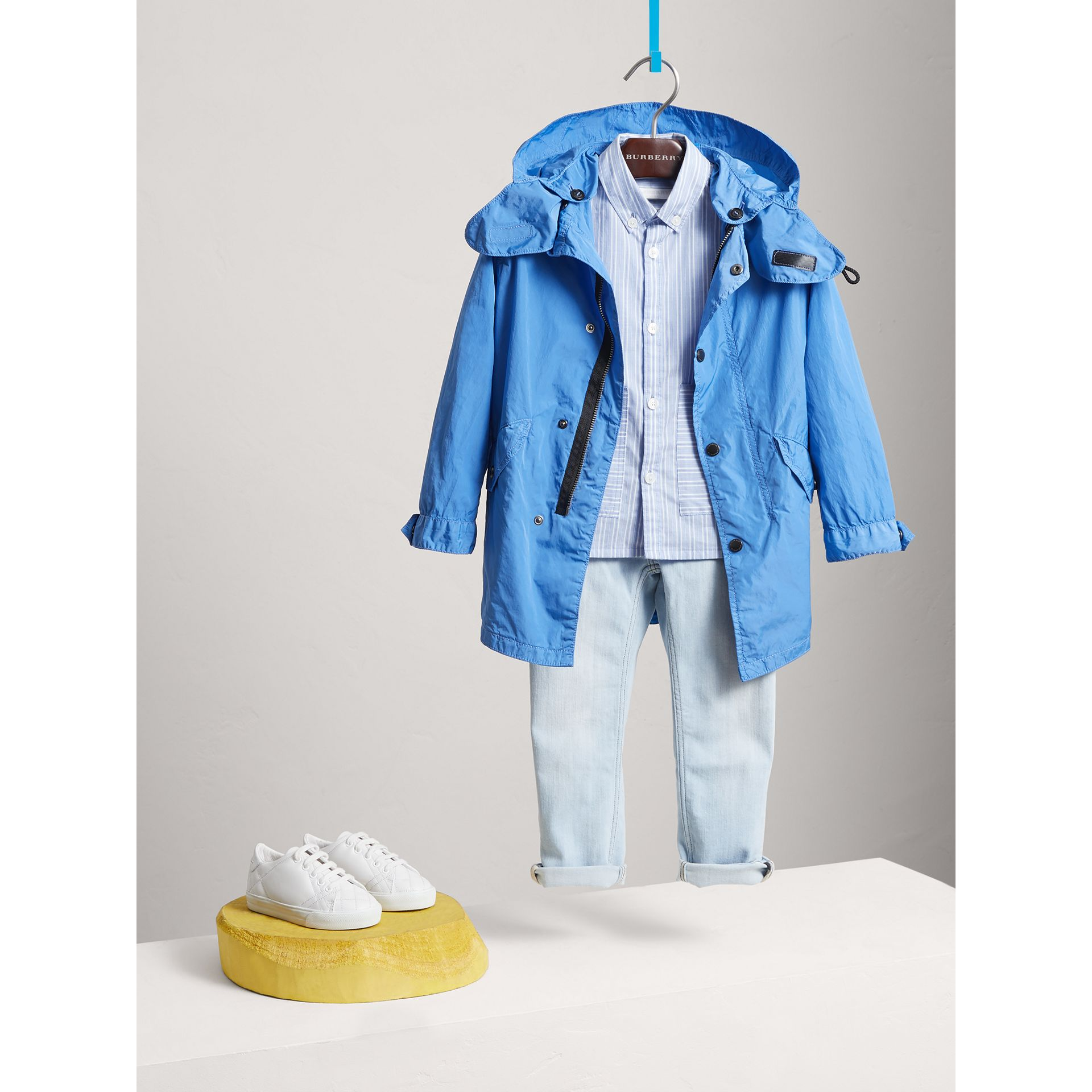 Detachable Hood Lightweight Parka Coat in Chalk Blue - Boy | Burberry United Kingdom - gallery image 2
