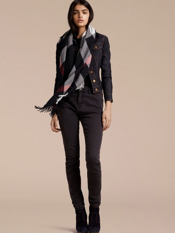 Check Wool Square - Large in Navy | Burberry - cell image 2