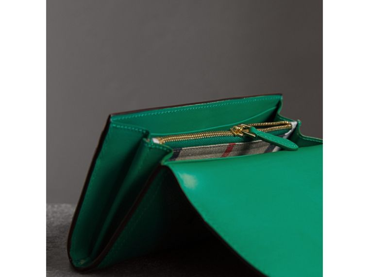 Textured Leather Continental Wallet in Bright Pigment Green - Women | Burberry - cell image 4