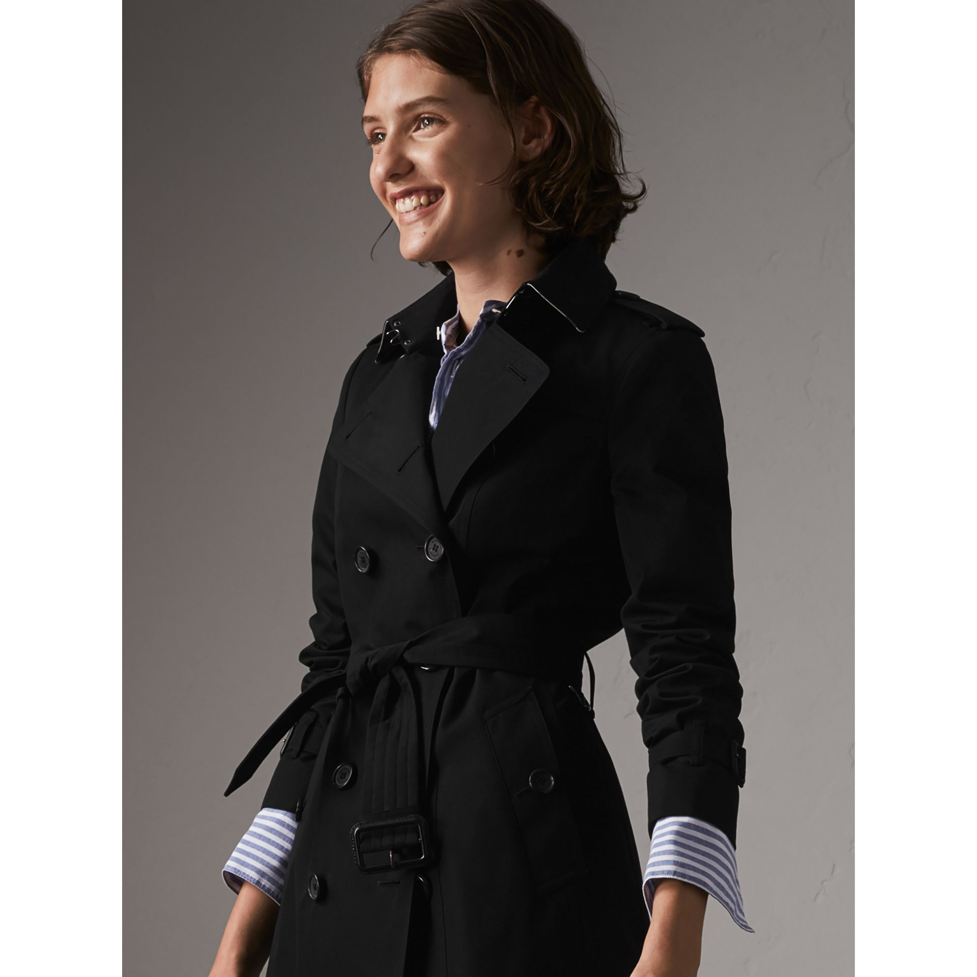 The Sandringham - Trench coat Heritage corto (Nero) - Donna | Burberry - immagine della galleria 5