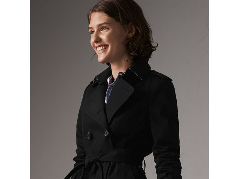 The Sandringham – Short Heritage Trench Coat in Black - Women | Burberry - cell image 4