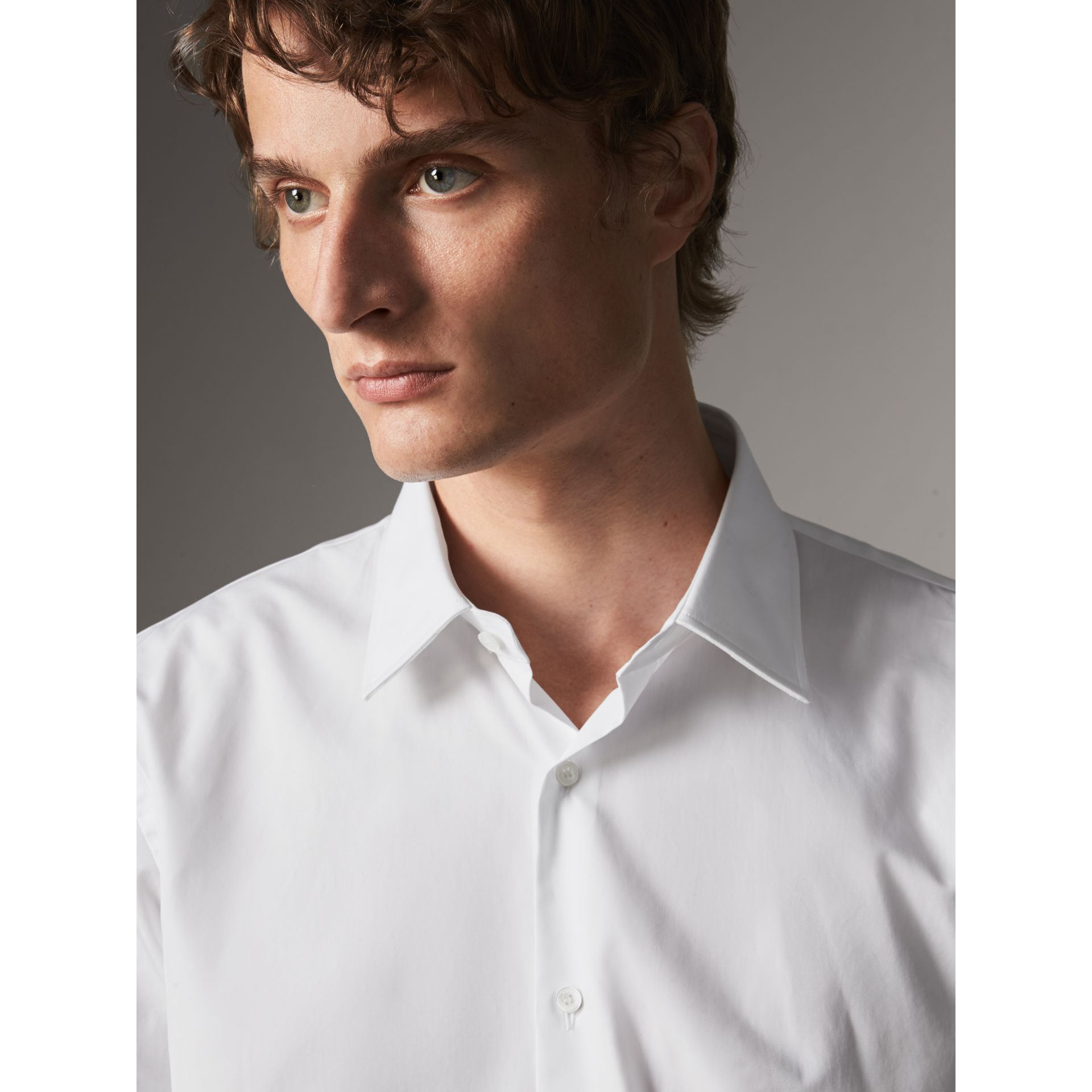Modern Fit Short-sleeved Cotton Poplin Shirt in White - Men | Burberry - gallery image 2