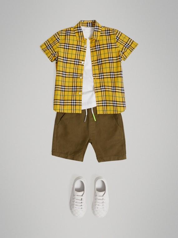 Camisa xadrez de algodão com mangas curtas (Amarelo Intenso)