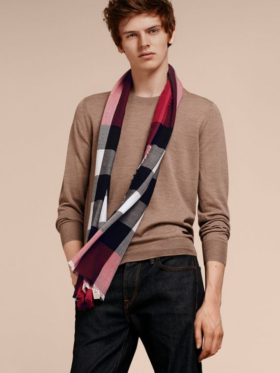 The Lightweight Cashmere Scarf in Check in Fuchsia Pink - cell image 3